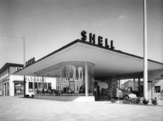 Parking Building, Building Art, Drive In, Futuristic Architecture, Interior Architecture, Pompe A Essence, Old Gas Stations, Filling Station, Exterior Siding