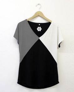 Check out our t-shirts selection for the very best in unique or custom, handmade pieces from our shops. Blouse Styles, Blouse Designs, Umgestaltete Shirts, Chic Outfits, Fashion Outfits, Diy Vetement, Vetement Fashion, Shirt Refashion, Dress Sewing Patterns