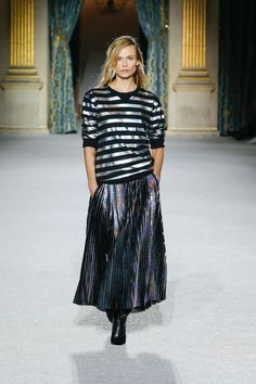 See all the runway and model photos from the Balmain Fall Winter 2018 Women Ready-to-Wear collection. Pierre Balmain, Balmain Paris, Midi Skirt, Sequin Skirt, Photo Look, Model Photos, Online Boutiques, Ready To Wear, Runway