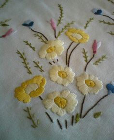 Hand Embroidery Projects, Crewel Embroidery Kits, Hand Embroidery Flowers, Creative Embroidery, Flower Embroidery Designs, Hand Embroidery Patterns, Vintage Embroidery, Embroidery Techniques, Embroidery Thread