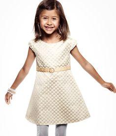 ik hou van de eenvoud van deze jurk.
