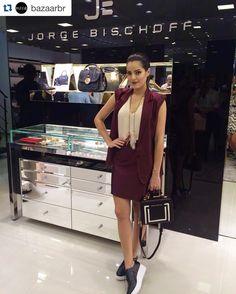 Agradecemos a presença de todos que vieram prestigiar a nossa inauguração! Muito obrigada!! Obrigada @blogdamariah por fazer parte da nossa festa blogueira mais linda!! Estamos aqui para deixá-los ainda mais belos!! Venham sempre!  #jorgebischoffaracatuba #Repost @bazaarbr with @repostapp.  Mariah Bernardes (@blogdamariah) foi conhecer de perto a nova loja da grife @jorgebischoff que abre as portas hoje em Araçatuba interior de São Paulo. A it-blogger claro usa acessórios da marca para…