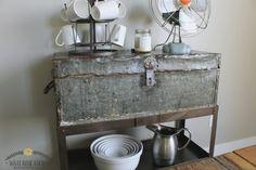 10 DIY Home Decor Tricks: Upcycled Vintage Toolbox Shelf + Faux Rusty Tutori. Old Tool Boxes, Metal Tool Box, Vintage Box, Upcycled Vintage, Repurposed, Furniture Makeover, Diy Furniture, Refurbished Furniture, Vintage Industrial Furniture