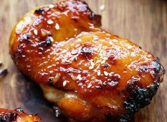 The perfect chicken recipe with a delicious honey and Sriracha sauce! - poulet et lapin - Chicken Recipes Yummy Chicken Recipes, Yum Yum Chicken, Meat Recipes, Rub Recipes, Recipies, Sauce Au Miel, Honey Sriracha Chicken, Sriracha Sauce, Gastronomia