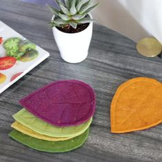 Made from two layers of thick felt and a little stitching on the sewing machine, they will dress up your end tables and help you embrace autumn in style. Felt Crafts Diy, Felt Diy, Diy Home Crafts, Diy Crafts To Sell, Fall Crafts, Fabric Crafts, Sewing Crafts, Sewing Diy, Felt Coasters