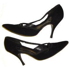 Vintage 1950s 50s Black Marked sz 7 pumps Stiletto heels Rockabilly... (175 BRL) ❤ liked on Polyvore featuring shoes, pumps, heels, black, black shoes, black pointy-toe pumps, stiletto pumps, black stiletto pumps and vintage pumps