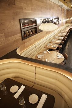 Trendy Ideas For Round Banquette Seating Restaurant Chairs Deco Restaurant, Restaurant Lighting, Restaurant Lounge, Restaurant Ideas, Cafe Bar, Bar Interior, Restaurant Interior Design, Restaurant Interiors, Coin Banquette