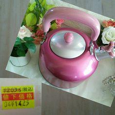 やかんが ほしかったのですが 、 買い に行ったら  大好きなピンクのやかんが  値引きになっていました~♪  超ラッキー! 幸せだなぁ(笑)