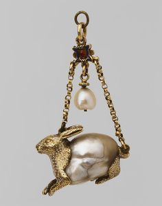 Gold and baroque pearl rabbit. Pearl Jewelry, Jewelry Art, Jewelry Gifts, Jewelry Necklaces, Fine Jewelry, Jewelry Design, Renaissance Jewelry, Ancient Jewelry, Antique Jewelry