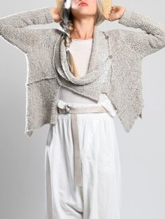 I love this knitted jacket by Lurdes Bergada, its still quite lightweight so perfect to throw over during spring/summer months! Knit Fashion, Boho Fashion, Fashion Outfits, Womens Fashion, Fashion Design, Moda Boho, Lookbook, Knitting Designs, Knitting Patterns Free