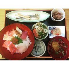 【ogurin4000】さんのInstagramをピンしています。 《#京都 #海鮮丼 #昼飯 #日本海 #魚 #海 #🐚 #美味かった 今日は昼飯に恵まれた(^o^)》