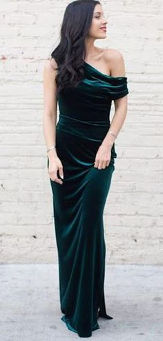 Off Shoulder Long Sheath Emerald Green Velvet Prom Dresses, Shop plus-sized prom dresses for curvy figures and plus-size party dresses. Ball gowns for prom in plus sizes and short plus-sized prom dresses for Velvet Bridesmaid Dresses, Gold Prom Dresses, Prom Dresses For Sale, Evening Dresses, Velvet Dresses, Velvet Gown, Velvet Dress Prom, Maxi Dresses, Gold Velvet Dress