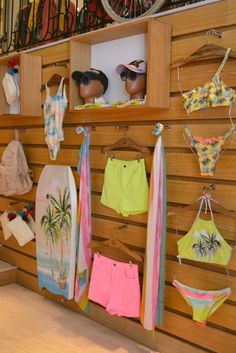 Retail store design Trendy Clothes Store Display Layout 64 Ideas How To Choose Awnings For Your Home Lingerie Store Design, Trendy Clothing Stores, Beach Stores, Diy Clothes Rack, Visual Merchandising Displays, Beach Boutique, Retail Store Design, Layout, Store Displays