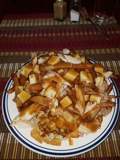 Poutine Dinde Pâté à viande   mailly Poutine, Apple Pie, Waffles, Breakfast, Desserts, Food, Home Fries, Meal, Apple Cobbler