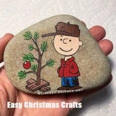 Top Easy Rock Painting Ideas - I Love Painted Rocks Christmas Crafts To Make, Christmas Rock, Snoopy Christmas, Charlie Brown Christmas, Xmas, Stone Crafts, Rock Crafts, Pebble Painting, Pebble Art