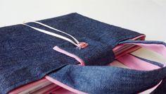 Bolsa Candy del Libro de Firmas para los 15 años de Tatiana. Con un estilo muy femenino e informal, se realizó con tela de jean y tela rosa lisa de algodón.  Encargá vos también una Bolsa Candy en nuestra Tienda Online  http://yourownstory.tiendanube.com/bolsas-de-tela/ http://www.milibrodefirmas.com/