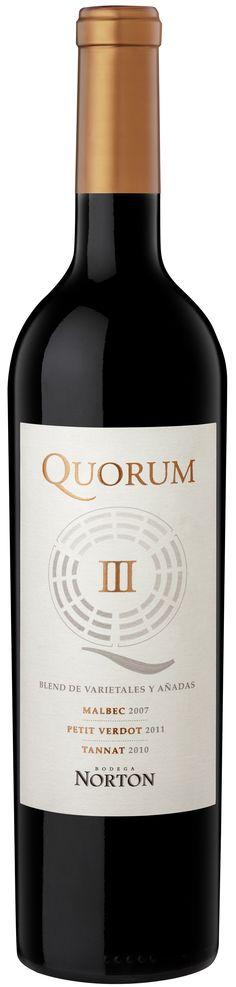 """""""Quorum III"""" 20% Malbec 2007 / 60% Petit Verdot 2011 /  20% Tannat 2010 - Bodega Norton, Luján de Cuyo, Mendoza------------- Terroir: Agrelo (Luján de Cuyo) & Lunlunta (Maipú)----------------------- Crianza: 16 meses en barricas nuevas de roble francés"""
