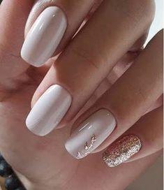 Elegant Acrylic White Nail Design For Short Square Nails In Summer – Styles Art – Nail Art Ideas 2020 White Acrylic Nails, Best Acrylic Nails, White Nail Art, Gold Nail Art, Acrylic Art, Classy Nails, Stylish Nails, Classy Almond Nails, Chic Nails