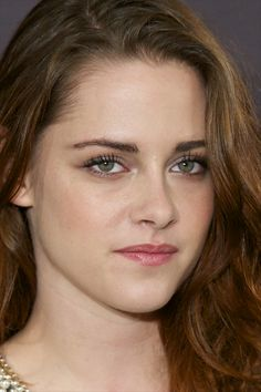10 Celebrities Who Have Overcome the Tyranny of the Cowlick Kristen Stewart And Stella, Kristen Stewart Pictures, Kristen Stewart Movies, Kirsten Stewart, Stella Maxwell, Robert Pattinson, Hollywood Celebrities, Hollywood Actresses, Female Celebrities