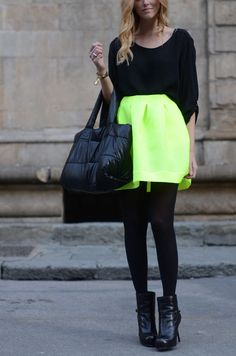 Skirt Outfit: Neon Green Neon green is very loud. This great look is all black, with a neon green knee length skirt giving a powerful burst of color. I Love Fashion, Passion For Fashion, Womens Fashion, Neon Outfits, Cute Outfits, Neon Dresses, Neon Skirt, Vogue, Street Style