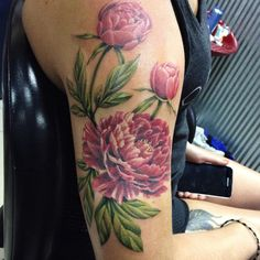 """Added leaves and buds to Paige's peony. More to do... @eternalink @neotatmachines #eternalink #neotatmachines #flowertattoo #colortattoo…"""