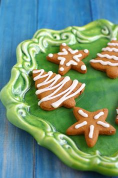 Delicious old fashioned frosted gingerbread cookies. These are a must at Christmas time! #sponsored