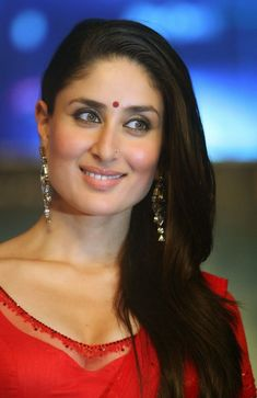 High Quality Bollywood Celebrity Pictures: Kareena Kapoor Super Sexy Skin Show In Red Saree At Film 'Ra.One' Music Launch Event In Mumbai Bollywood Actress Hot Photos, Indian Bollywood Actress, Beautiful Bollywood Actress, Most Beautiful Indian Actress, Indian Actresses, Kareena Kapoor Khan, Kareena Kapoor Photos, Sraddha Kapoor, Bollywood Stars