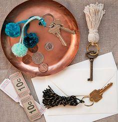 DIY key tassels and mini pom poms (Design*Sponge) Diy House Projects, Cool Diy Projects, Diy Tassel, Tassels, Tassles Diy, Do It Yourself Inspiration, Creation Deco, Passementerie, Key Rings