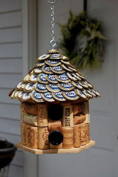 16 17 18 A BIRDHOUSE made from WINE CORKS and flattened BEER CAPS! Wine Cork and Beer Cap Bird House. House roof made of flattened Miller Lite Beer Caps. Beer Cap Crafts, Wine Cork Crafts, Wine Bottle Crafts, Crafts With Bottle Caps, Crafts With Corks, Wine Bottle Garden, Wine Bottle Corks, Bottle Candles, Beer Bottles