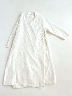 earth dye robe: Would be cute as a craft/garden cover-up robe over regular clothes. Linen Dresses, Mode Outfits, Mode Style, Pulls, What To Wear, Style Inspiration, Womens Fashion, Casual, Cotton