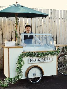 New gelato / ice cream cart in Belfast, Northern Ireland. Brook Avenue is a new family run business in Belfast with a cart adorned in ivy garlands and wooden features. Ice Cream Stand, Ice Cream Cart, Food Cart Design, Cafe Design, Foodtrucks Ideas, Ice Cream Wedding, Ice Cream Business, Gelato Ice Cream, Coffee Carts