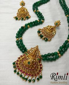 Meticulously crafted / semi precious beads / with an intricate design of Lord Ganesha. Add this stunning piece in your personal collection of traditional jewelry! Pearl Necklace Designs, Crystal Bead Necklace, Gold Earrings Designs, Beaded Jewelry Designs, Bead Jewellery, Gold Jewelry, Antic Jewellery, Jade Necklace, Temple Jewellery