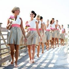 Charleston's own, LulaKate, gives us the 5 C's to choosing the perfect bridesmaids dresses! (image via Paul Johnson)