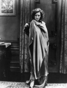 Annex - Garbo, Greta (Mysterious Lady, The)_05.jpg 1,959×2,578 pixels