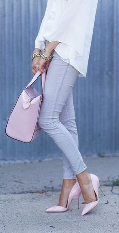 Street style | Pale grey denim, white blouse and pastel pink heels and tote bag