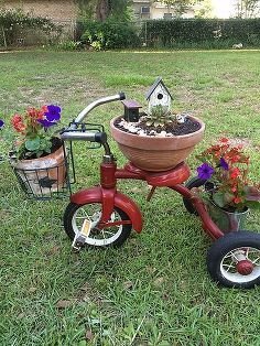 tricycle planter upcycle, container gardening, flowers, gardening, repurposing upcycling