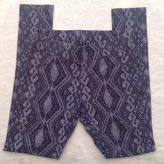 Aztec Print Leggings -worn once American Eagle Navy with light blue print leggings.  Like New❤️ American Eagle Outfitters Pants Leggings