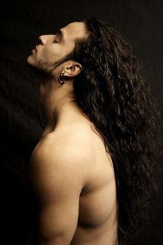 27 парней с невероятно длинными и красивыми волосами