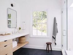 Évier sans rebord pour salle de bain, rend le ménage plus simple  Simo Design Beverly Hills House | Remodelista
