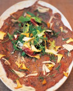 flash roast beef with garlic, rosemary and girolles (schiacciata di manzo con aglio,