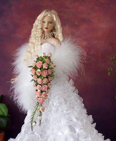 Tonner,Tyler Cami, Deja Vu Ellowyne CORAL Casscading Bouquet, Flowers, NEW!! #Tonner #DollFlowerBouquet
