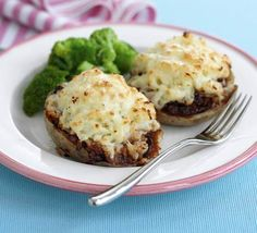 Shepherd's pie potatoes You would need to syn the butter or use a syn free substitute like Quark or FF fromage frais. Bbc Good Food Recipes, Snack Recipes, Yummy Food, Healthy Recipes, Potato Dishes, Potato Recipes, Slow Cooker Recipes, Cooking Recipes, Cottage Pie