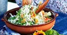 Coleslaw med citrondressing   ELLE mat & vin Cole Slaw, Frisk, Lchf, Ethnic Recipes, Food, Coleslaw, Coleslaw Salad, Essen, Meals