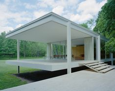The terraces of the Farnsworth House designed by Ludwig Mies van der Rohe and completed in 1951. Photo: Carol Highsmith