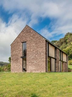 Hall + Bednarczyk Architects paired sandstone with contemporary details for this rural house in Wales, designed to resemble local agricultural barns Contemporary Barn, Modern Barn, Modern Farmhouse, Modern Family, Architecture Renovation, Residential Architecture, Architecture Design, Building Architecture, Arch House