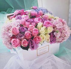 New Ideas For Flowers Gift Bouquet Floral Arrangements Ana Rosa My Flower, Fresh Flowers, Beautiful Flowers, Pretty Roses, Spring Flowers, Beautiful Images, Deco Floral, Arte Floral, Flower Boxes