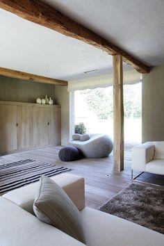 vigas y suelos de madera. muebles a medida en madera