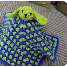 Security Blanket – Bunny ~ free pattern (I love the floppy ears)  ~ LINK CORRECT and pattern is FREE when I checked on 04/04/2015.