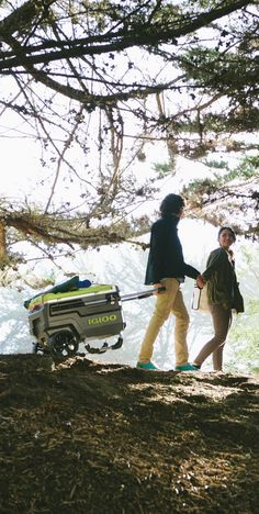 You never know where you might end up— With over-sized wheels to get you through any rough terrain, the Igloo Trailmate allows you to explore freely with comfort and ease.