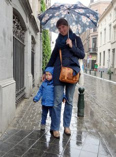 Stas, 4 ans, sort de l'école néerlandophone. Mais chaque jeudi, il a un cours de français. Sa phrase préférée « un jus de pomme avec une paille ! » @Elise Henry
